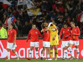 Chile iguala con Colombia y ya piensa en el Mundial. EFE