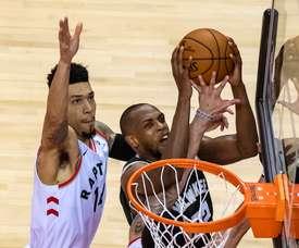 Los Toronto Raptors necesitaron dos prórrogas, echar de la cancha a Giannis Antetokounmpo y el regreso anotador de Marc Gasol para lograr su primera victoria frente a los Milwaukee Buck 118-112 en el tercer partido de la serie que los estadounidenses dominan 2-1. EFE