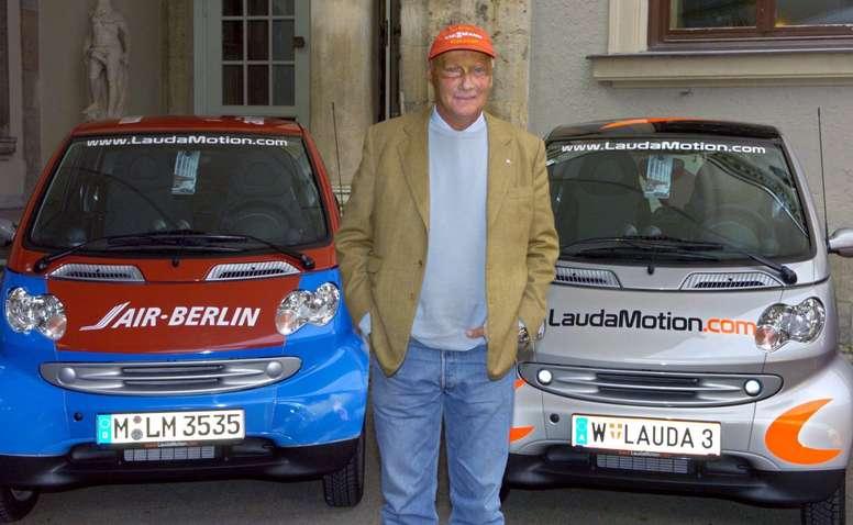 Fotografía de archivo realizada el 29 de septiembre de 2004 que muestra al expiloto de Fórmula Uno Niki Lauda durante la presentación de un servicio de alquiler de coches en Múnich (Alemania). EFE