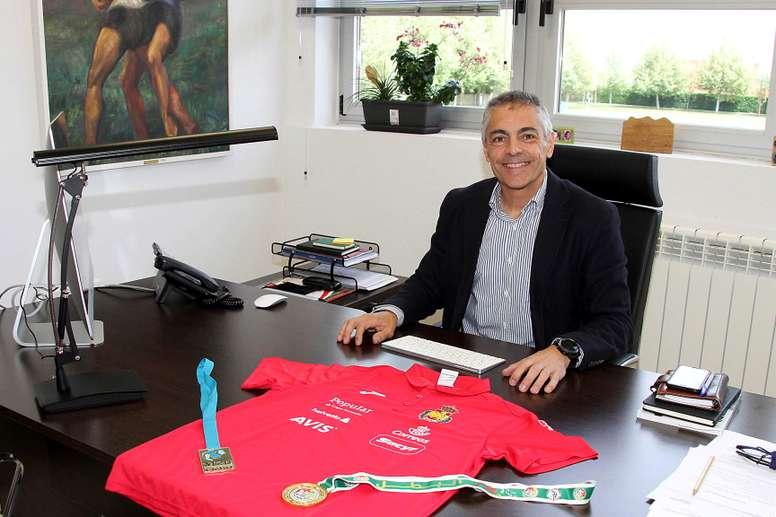 El seleccionador nacional de balonmano en categoría júnior, Isidoro Martínez. EFE/Archivo