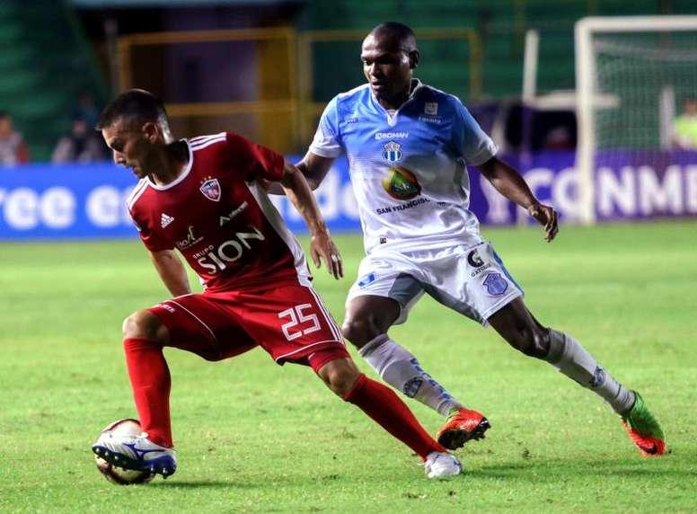 Liga de Quito tropieza, Macará no falla. EFE
