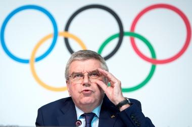 El presidente del Comité Olímpico Internacional (COI) , el alemán Thomas Bach, ofrece una rueda de prensa tras una reunión de la junta directiva del COI en el Museo Olímpico del comité en Lausana, Suiza, este miércoles. EFE