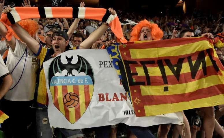 Cuatro aficionados del Valencia podrían tener el COVID19. EFE