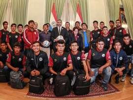 Así es el equipo indígena paraguayo: pescadores que viajaron dos días en barco. EFE/AgenciaIP