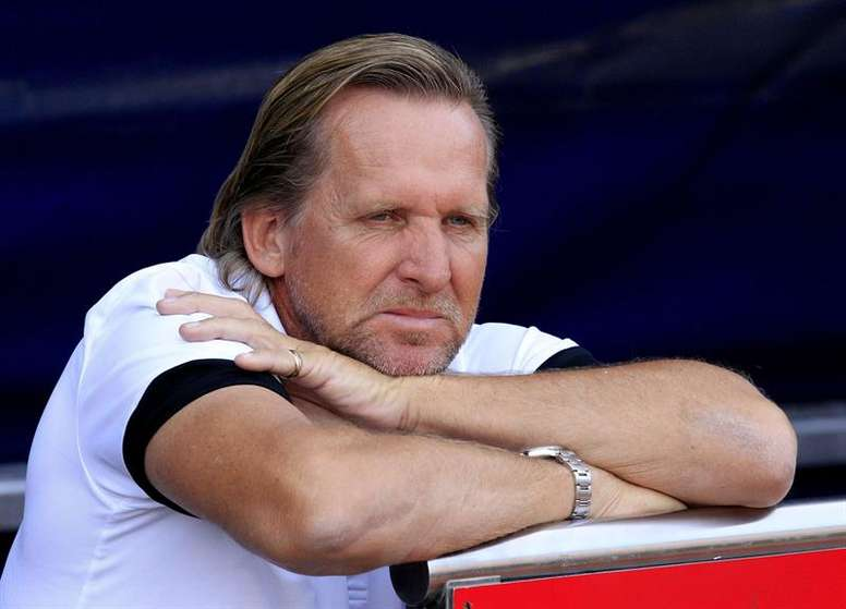 Bernd Schuster thinks Bale is seeking a reaction. EFE