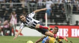 Efraín Juárez anunció de manera sorprendente su retirada. EFE