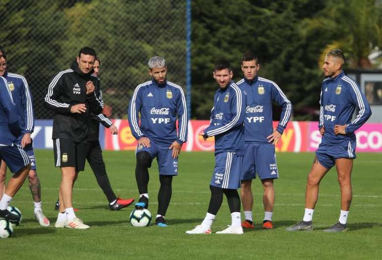 El 'Tucu', baja en Argentina para el debut. EFE/AFA