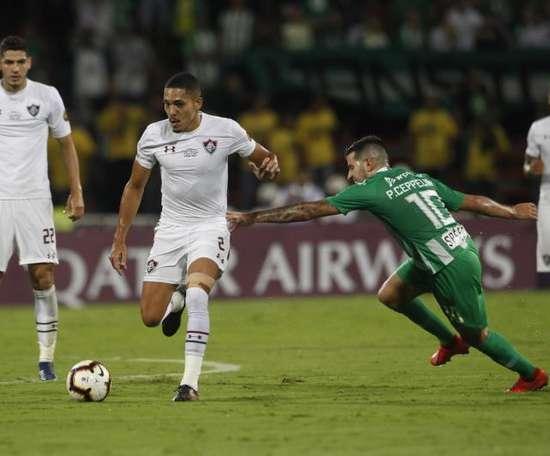 Gilberto (C) is reunited with Jorge Jesus. EFE