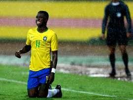 Vinicius pode ser o substituto de Neymar mas parece que Lucas Moura está na frente. EFE