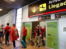 Centenas de ingleses chegam a Madrid no dia da final. EFE