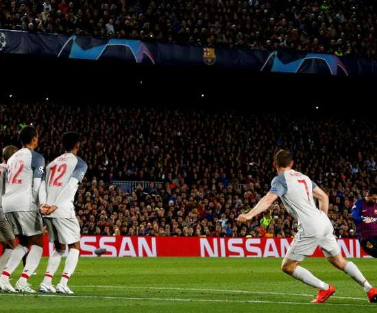 Le coup de franc de Messi face à Liverpool, élu meilleur but de l'édition 2018-19 de C1. EFE