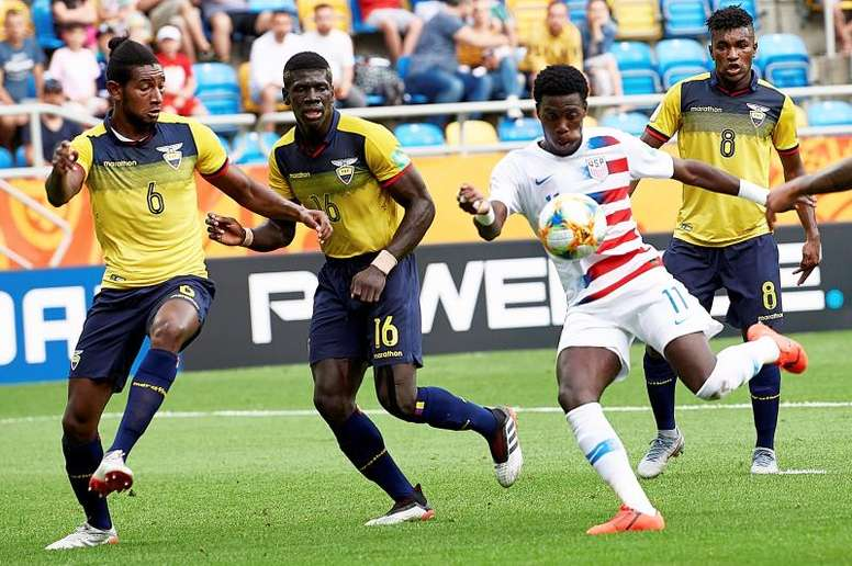 Tim Weah scored for USA, but it was not enough to send his team through. EFE