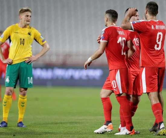 Jovic y Mitrovic dan el primer triunfo a Serbia, EFE