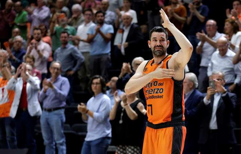 El escolta del Valencia Basket, Rafa Martínez, durante el tercer partido del playoff de semifinales de la Liga Endesa que Valencia Basket y Real Madrid disputaron en la Fuente de San Luis, en Valencia. EFE