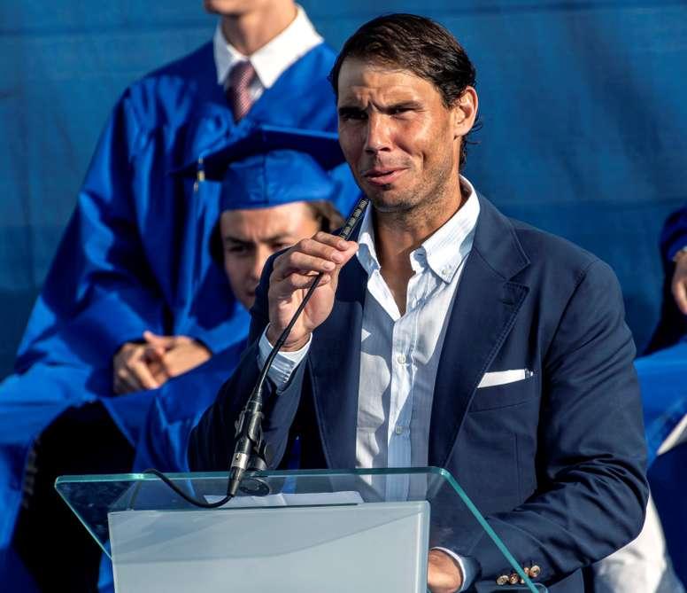 El tenista Rafa Nadal asiste a la graduación de la tercera promoción de alumnos de la Rafa Nadal Academy que han cursado sus estudios en la American International School of Mallorca en Manacor. EFE