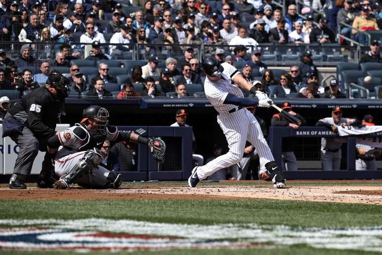 El bateador de los Yankees de Nueva York Luke Voit (C). EFE/Archivo