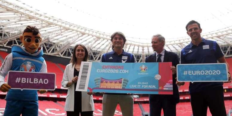 Julen Guerrero y Marchena, embajadores en Bilbao de la Eurocopa 2020. EFE