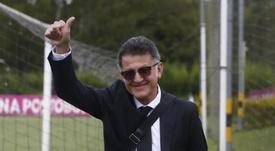 Osorio llega al banquillo de Atlético Nacional. AFP