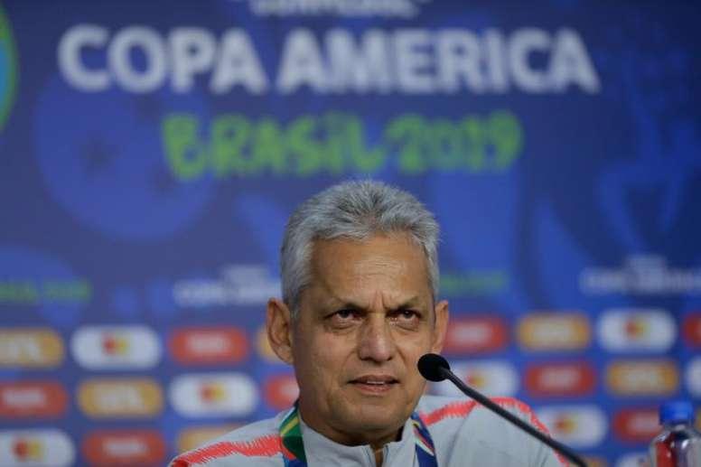 Reinaldo Rueda compareció en rueda de prensa antes del debut de Chile. EFE