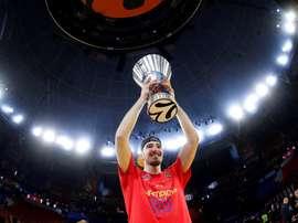 El hasta ahora base del CSKA Nando de Colo tras proclamarse campeón de la Final a cuatro de la Euroliga. EFE/Archivo