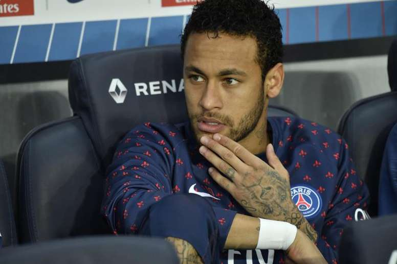 PSG could sell Neymar for 150 million. EFE