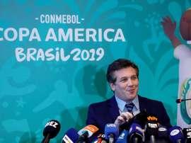 El lado más fútbolero del presidente de la CONMEBOL. EFE/Archivo
