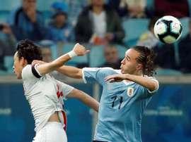 Laxalt se marchó lesionado y preocupa a Uruguay. EFE