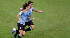Cavani habló tras el partido y valoró su pique con Messi. EFE