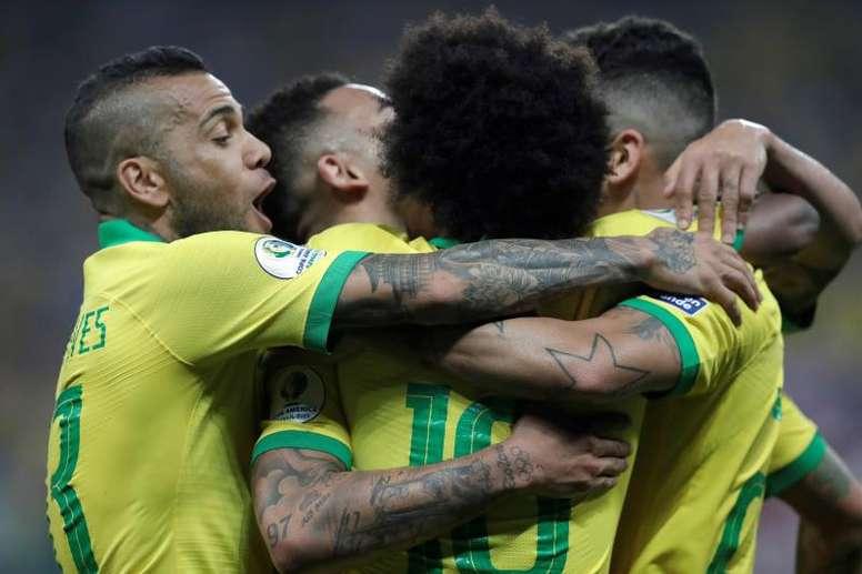 O Brasil venceu o Paraguai nas grandes penalidades e está nas meias finais da Copa América. EFE