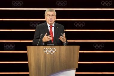 El presidente del Comité Olímpico Internacional (COI), Thomas Bach, da un discurso durante la 134ª sesión del COI en Lausana (Suiza). EFE