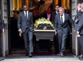Platini acompañó la despedida a Johansson, ex presidente de UEFA. EFE