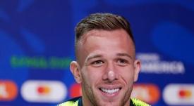 Arthur estuvo cerca de terminar en el Olympique de Lyon. EFE