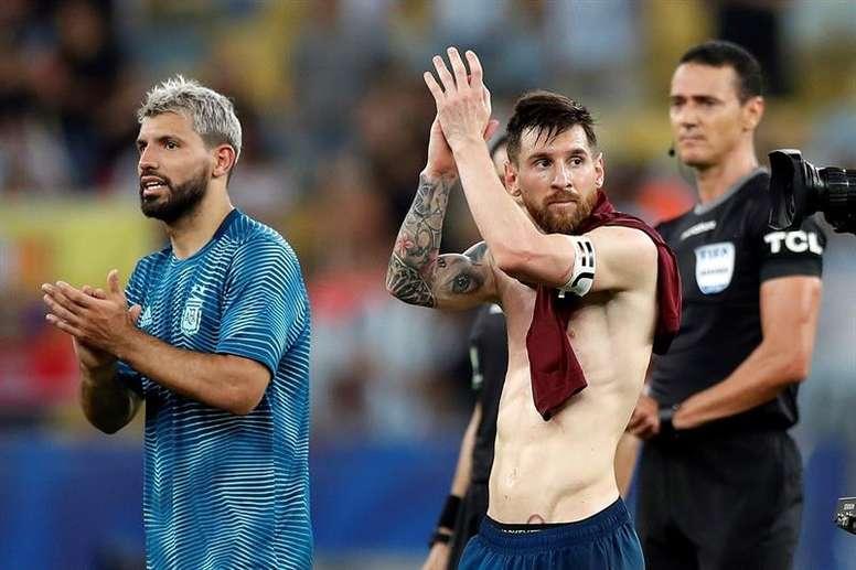 Agüero y Messi tienen el mismo colchón. EFE