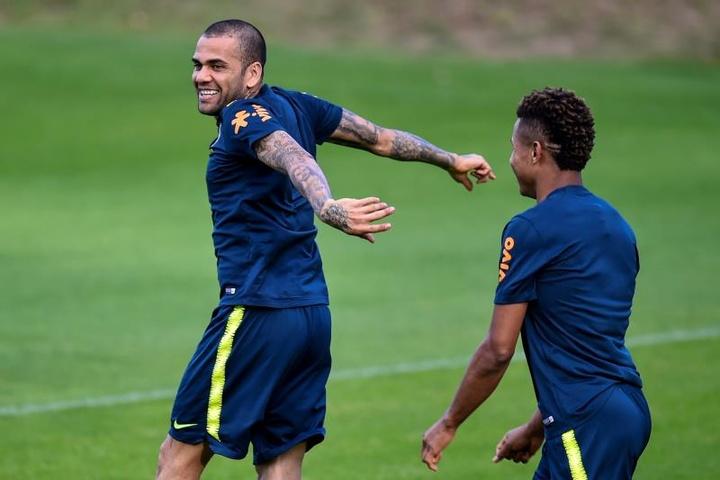 Fla acena para Daniel Alves e espera OK do lateral. EFE/Yuri Edmundo