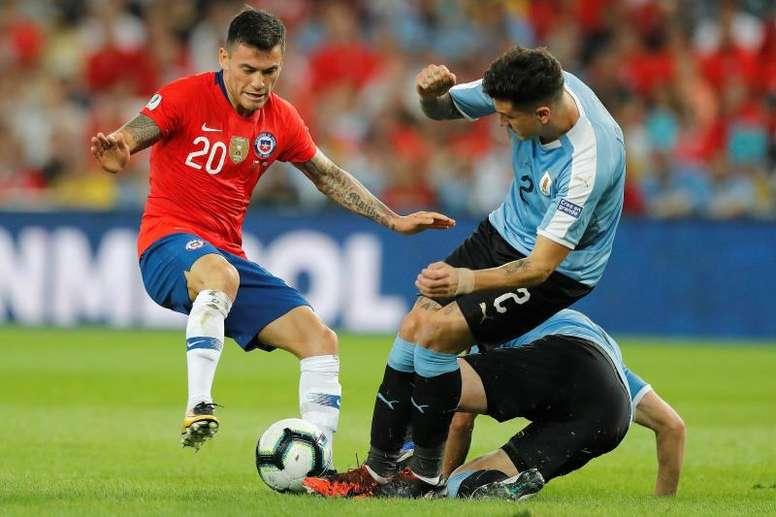 El West Ham insiste con Aránguiz. EFE/Antonio Lacerda