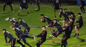 Vargas, Arias e Isla se perdieron el lluvioso entrenamiento. efe/Sebastião Moreira
