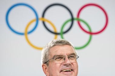El presidente del Comité Olímpico Internacional (COI), el alemán Thomas Bach, interviene en la 134 sesión del COI, en Lausana (Suiza). EFE/ Jean-christophe Bott