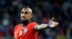 Fuenzalida homenajeó a Arturo Vidal. EFE
