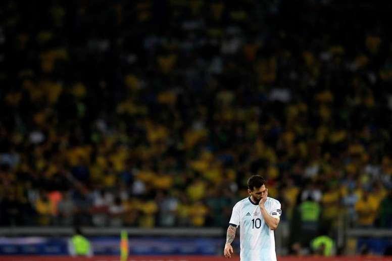 'Ciberlinchamiento' a Johnny Herrera por criticar a Messi. EFE/Antonio Lacerda