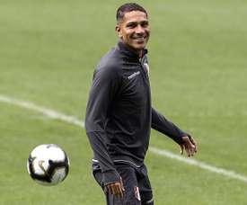 Guerrero se dejó seducir por Argentina y no pudo elegir entre River y Boca. EFE