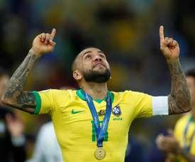 Dani Alves pourrait rejoindre la Premier League. EFE