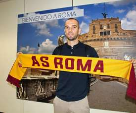 Pau López has passed his medical at Roma. EFE