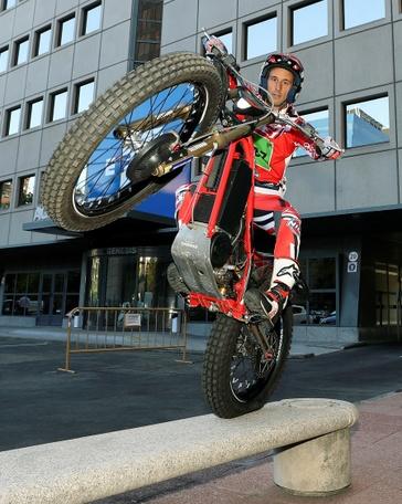 El español AlbertCabestany(Gas Gas), recientemente proclamado campeón del mundo de trial en moto eléctrica, en su visita a EFE J.J. Guillen