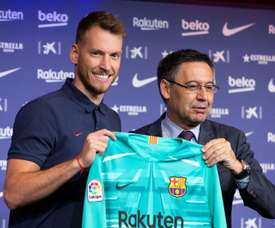 Neto (L) says he is determined to win the Champions League with Barcelona. EFE