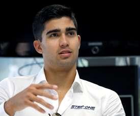 El ecuatoriano Juan Manuel Correa, que compite con bandera estadounidense en la Fórmula 2 -la antesala de la F1-, categoría en la que como debutante ya lleva dos podios. EFE/Sergio Barrenechea
