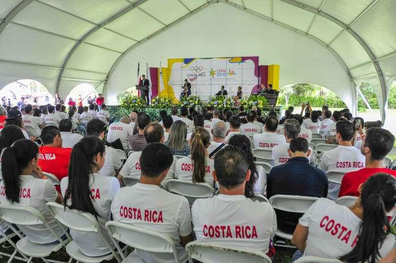 Vista de la ceremonia de juramentación de los atletas que representarán a Costa Rica durante los Juegos Panamericanos y Parapanamericanos Lima 2019, este jueves en la sede del Comité Olímpico Nacional, en San José, Costa Rica. EFE/ Alexander Otarola
