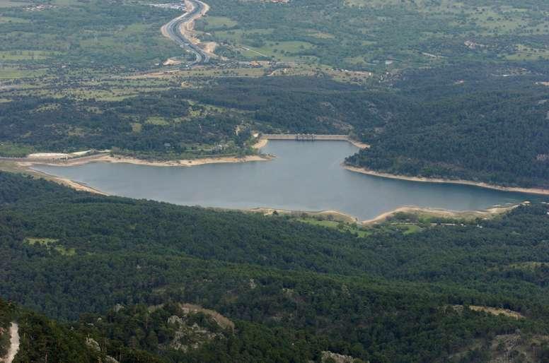 Vista aérea del Pantano de La Jarosa, cerca de la localidad madrileña de El Escorial. EFE/J.L. PINO/Archivo
