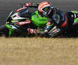 En la imagen un registro del piloto británico Jonathan Rea, cuatro veces campeón del mundo de superbikes y miembro del Kawasaki Racing Team WorldSBK. EFE/Archivo