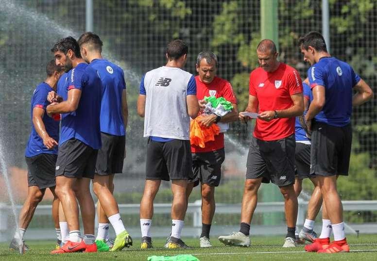 Garitano recibe al Barcelona en cuadro. EFE/MiguelToña