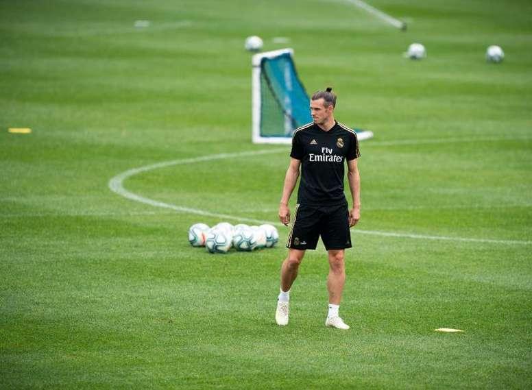 Y en mitad de la vorágine, Bale entrenó con normalidad. EFE/Johany Jutras/Archivo